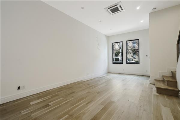 Additional photo for property listing at 192A Norman Avenue 192A Norman Avenue Brooklyn, New York 11222 United States