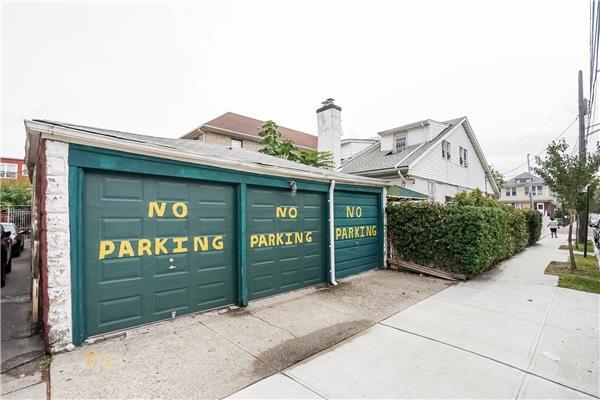 Additional photo for property listing at 771 Linden Boulevard 771 Linden Boulevard 布鲁克林, 纽约州 11203 美国
