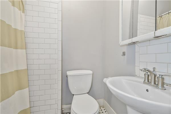 Additional photo for property listing at 114 Underhill Avenue 114 Underhill Avenue Brooklyn, New York 11238 United States