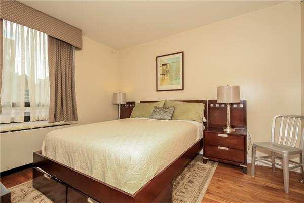 Additional photo for property listing at 116-24 Grosvenor Lane, Apt.3-B  Queens, 纽约州 11418 美国