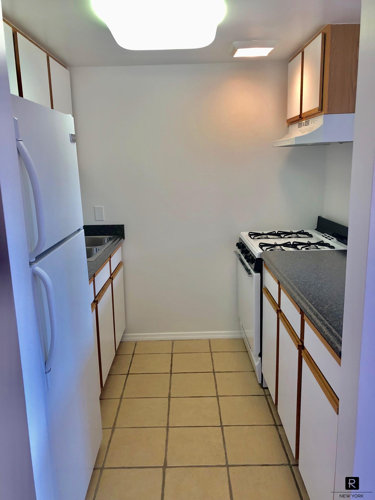#100990   Large 2 bedroom steps from 2/3 Trains