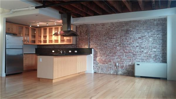 #1369456   225 Front Street