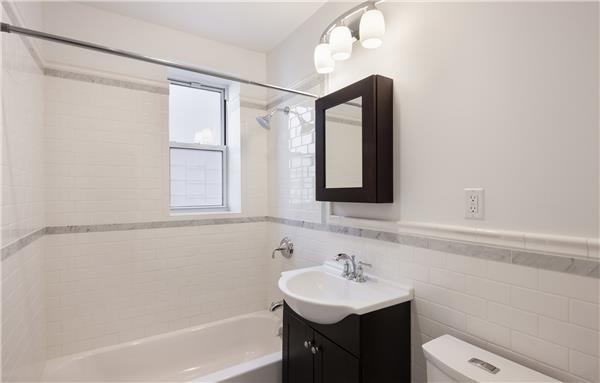 #1520100   Washington Heights: 1BR @ 180th St. & Cabrini – Bridge Views!