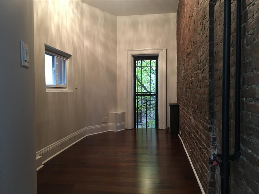 #1610577   321 West 89th Street #3, New York, NY 10024