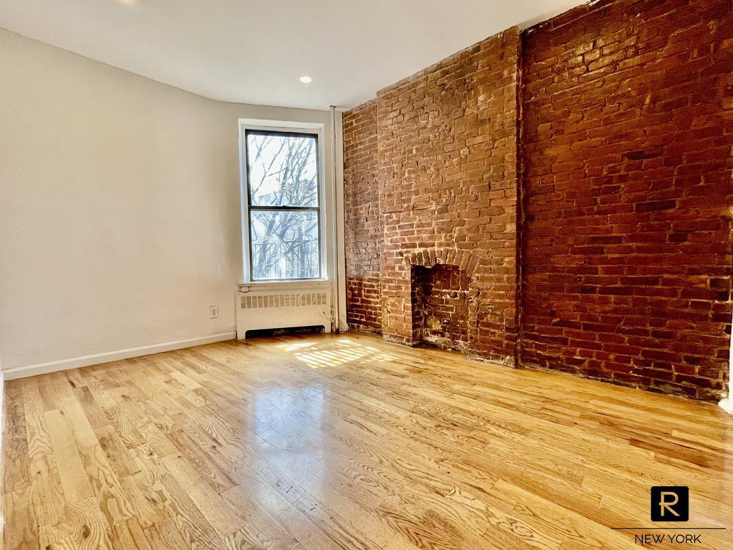 #1944049   260 West 135th Street 2B, New York, NY 10030