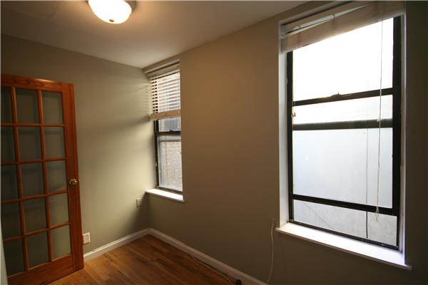 NO FEE!! Four bedroom home in E. Greenwich Village