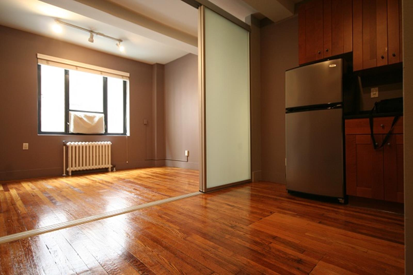 CONVERTIBLE 2 - Greenwich Village