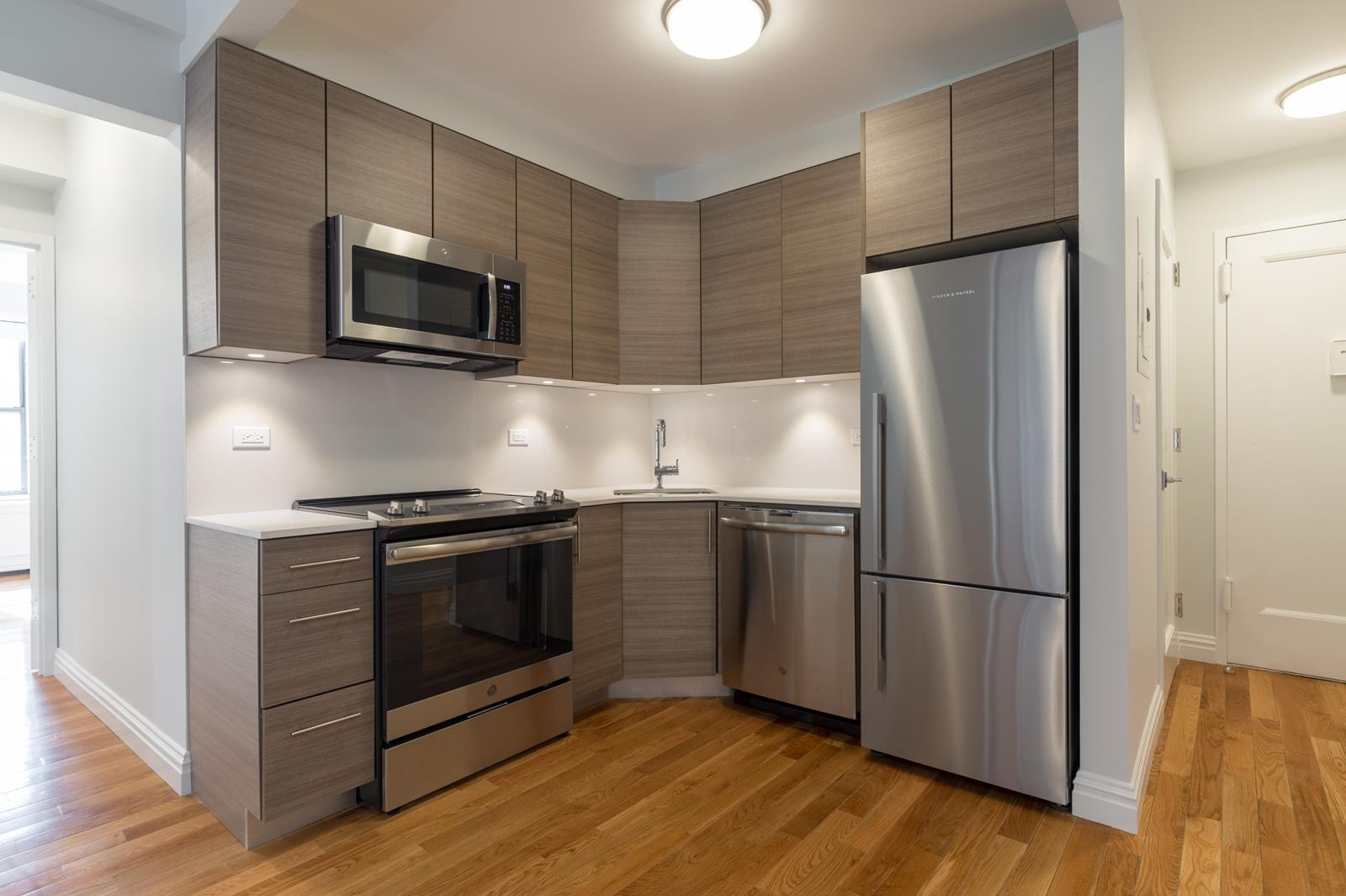 Lincoln Square NO FEE! Washer Dryer in Unit!