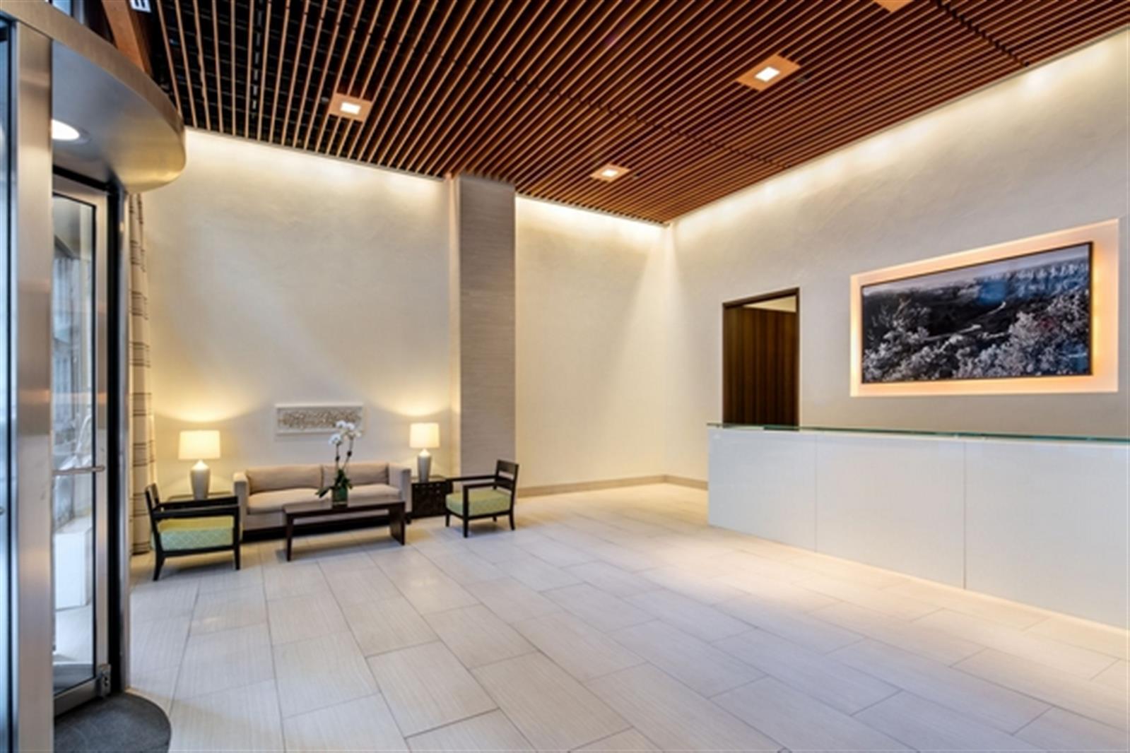 Beautiful High Floor 2 Bed w/ Terrace