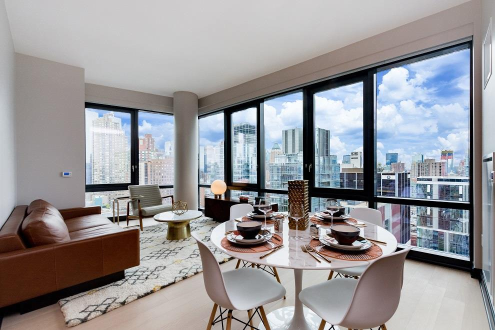 High Floor Panoramic City Views