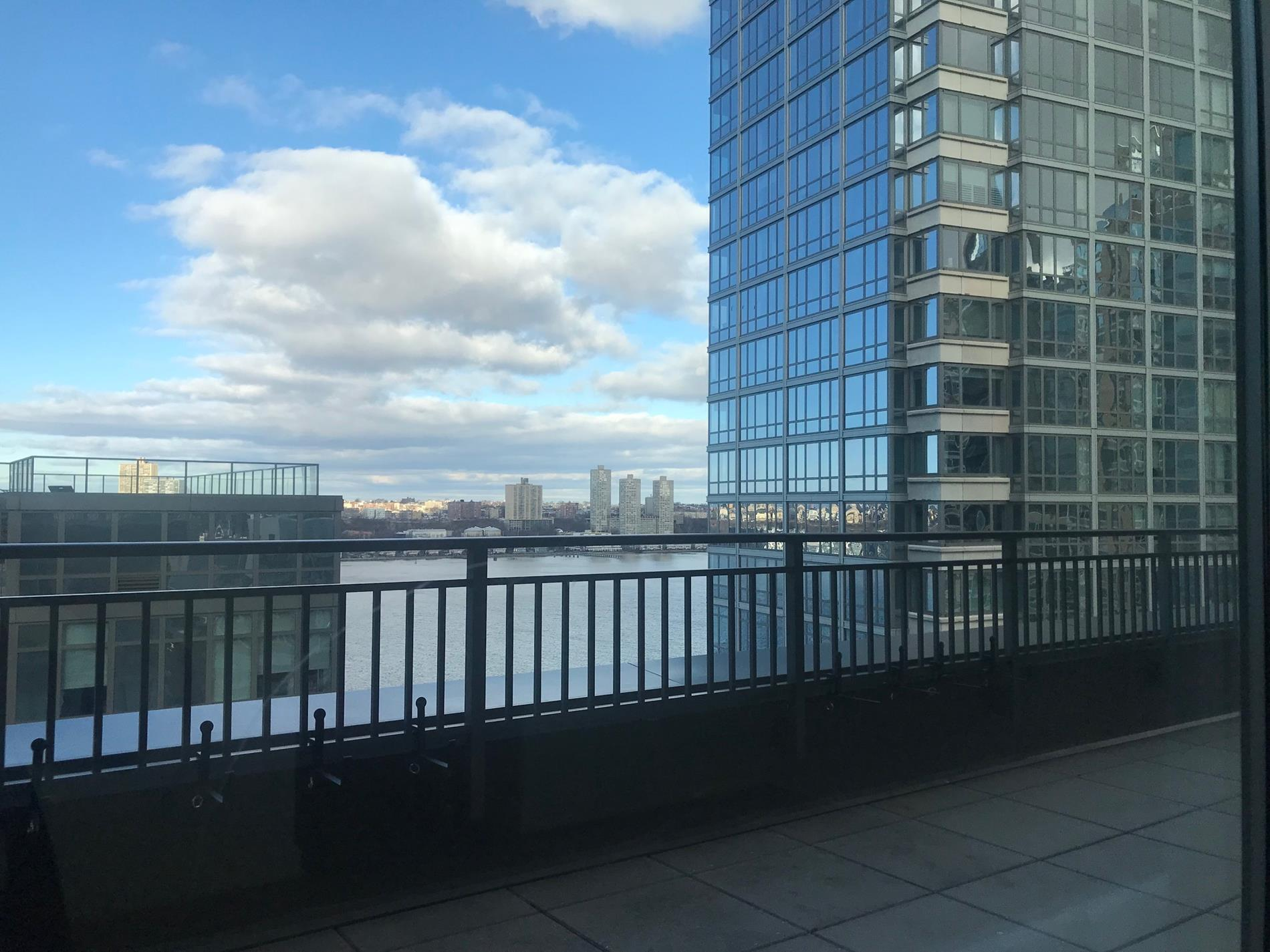 Huge 1,800 sf 3 bed with Hudson Views