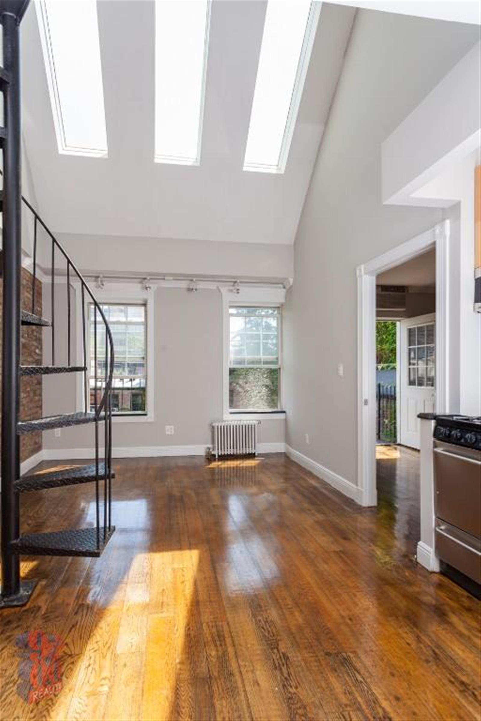Large 3 BR Penthouse in Clinton