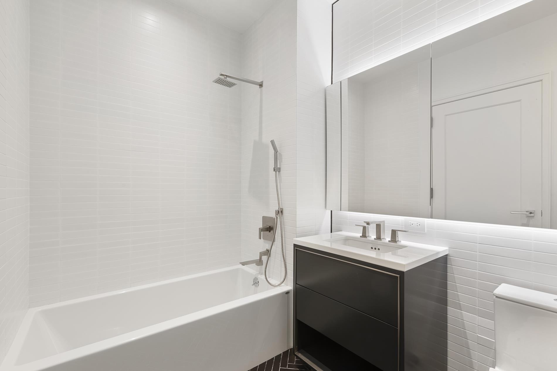 Huge 1,500sf 4 Bedroom + Terrace